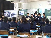 東安居小学校での授業風景